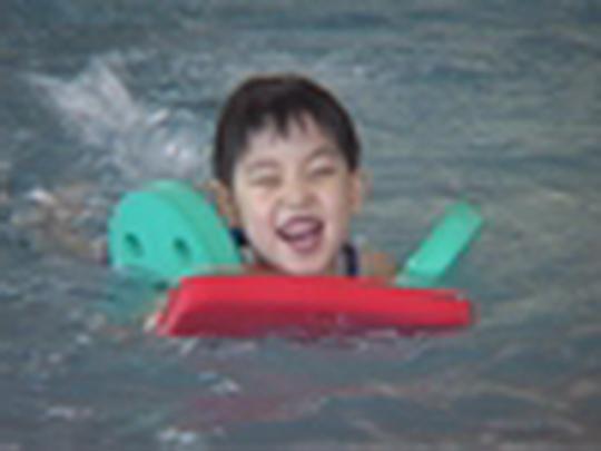 Děti cizinců se učí plavat v Bohumíně