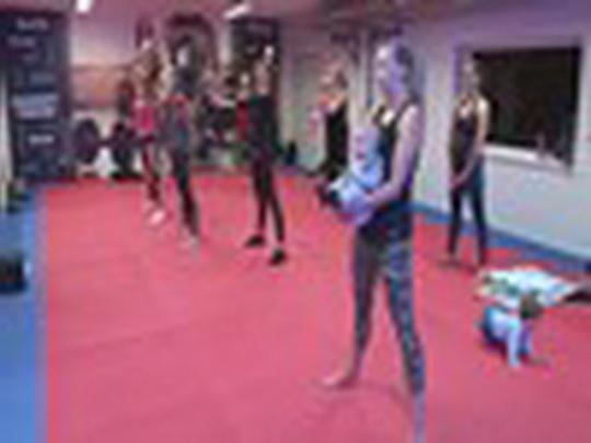Cvičení maminek ve sportovní Bosporce