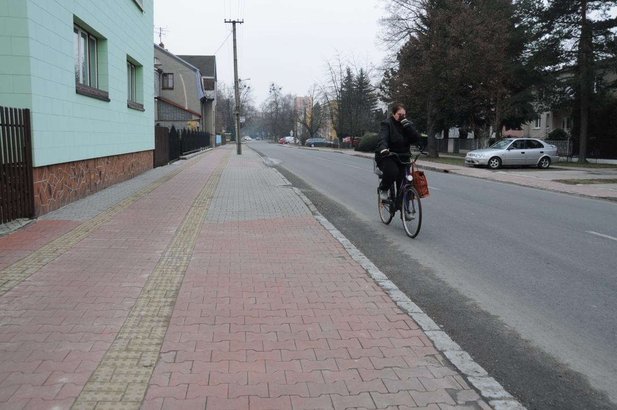 Kdo má přednost při přejíždění silnice, když já jako cyklista, jedu po cyklostezce a chci přejet z chodníku na chodník?