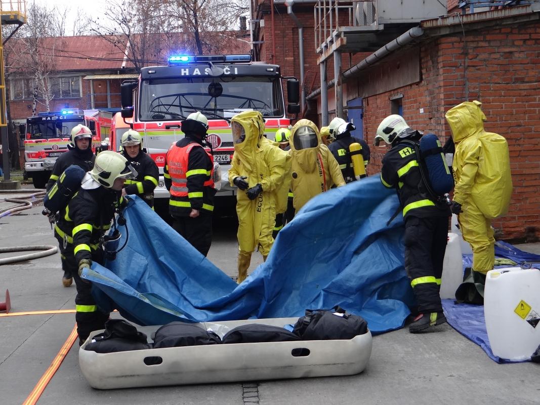 V bohumínské Bochemii hasiči nacvičovali zásah při úniku chloru