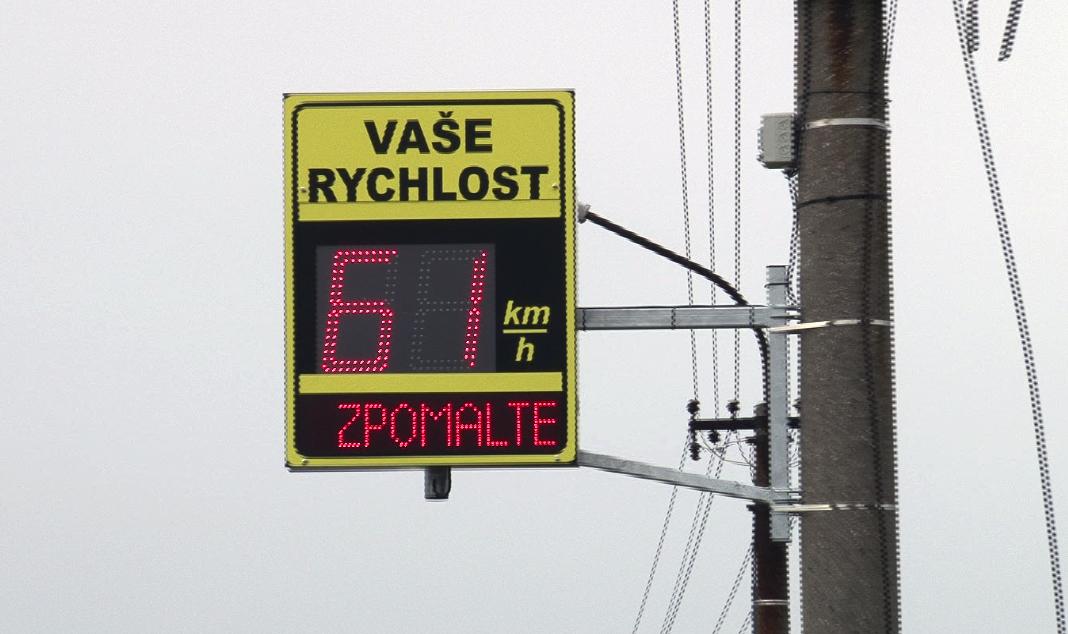 Rychlou jízdu krotí v Hraniční ulici nový měřič