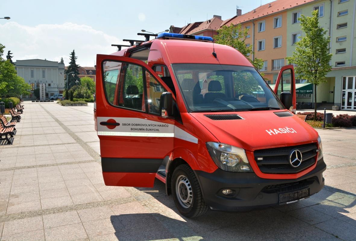 Nový hasičský vůz nejen evakuačním pomocníkem