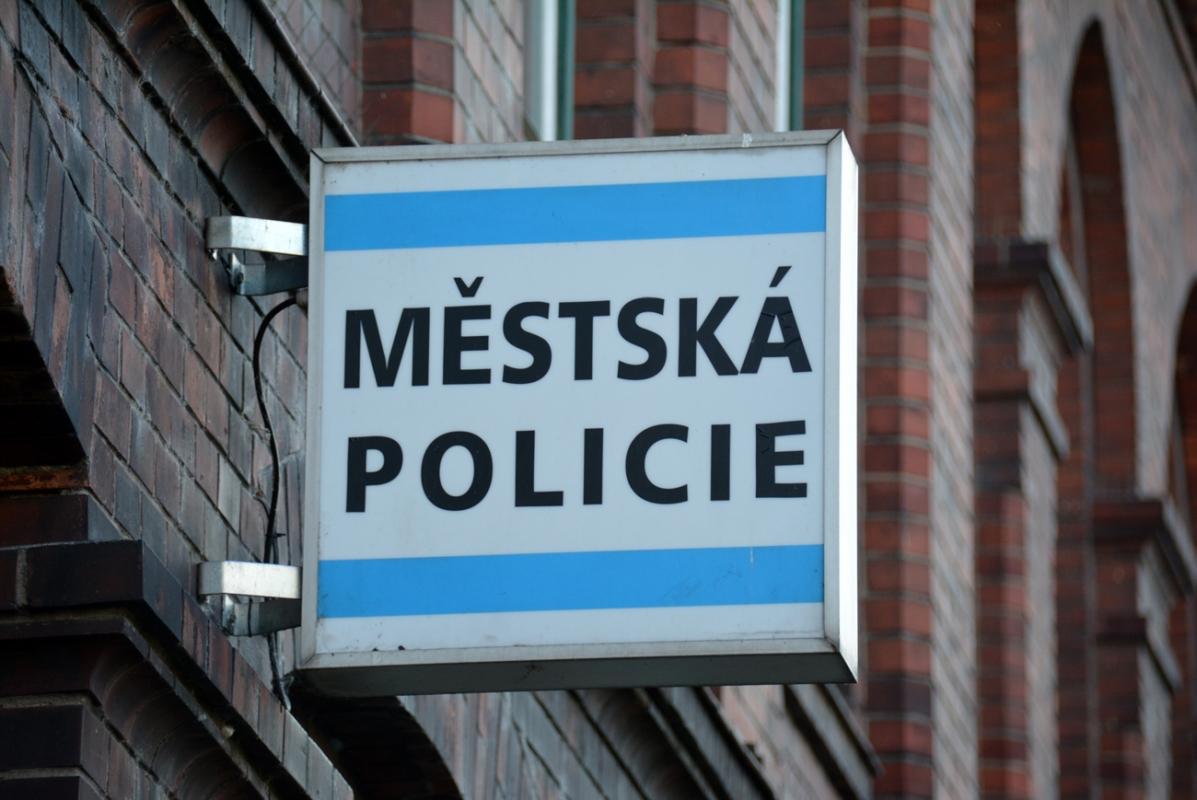 Zloděj se přepočítal, nevědomky řádil přímo pod okny služebny strážníků