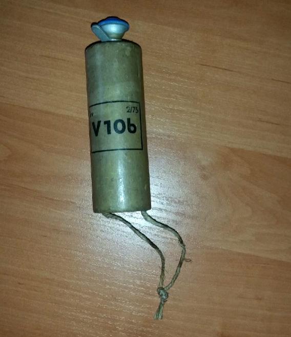 Policejní pyrotechnik v bytě deaktivoval armádní výbušku