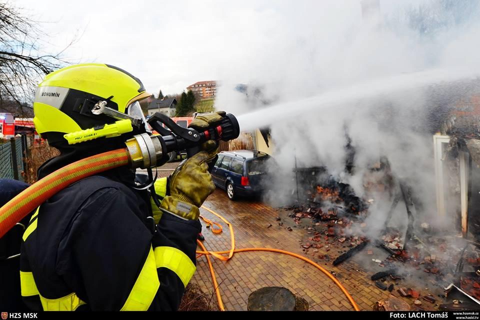 Požár rodinného domu napáchal škodu za pět milionů korun