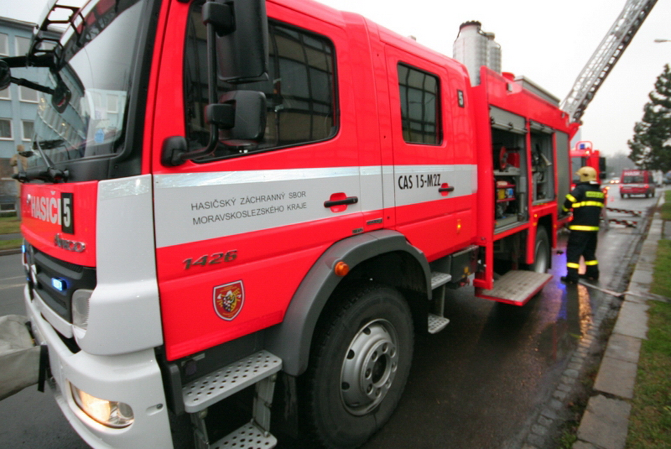 Hasičům vloni narostl počet technických zásahů, požárů ubylo