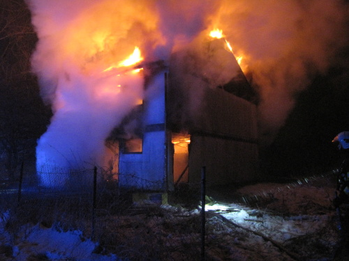 V Rychvaldu hořel montovaný rodinný dům