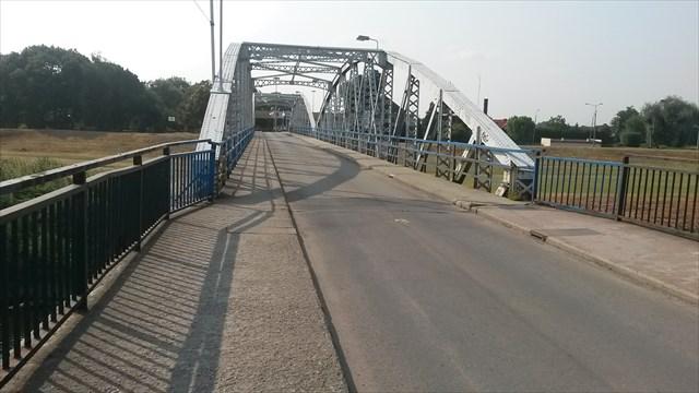 Podnapilý muž chtěl ukončit život skokem z mostu do Odry