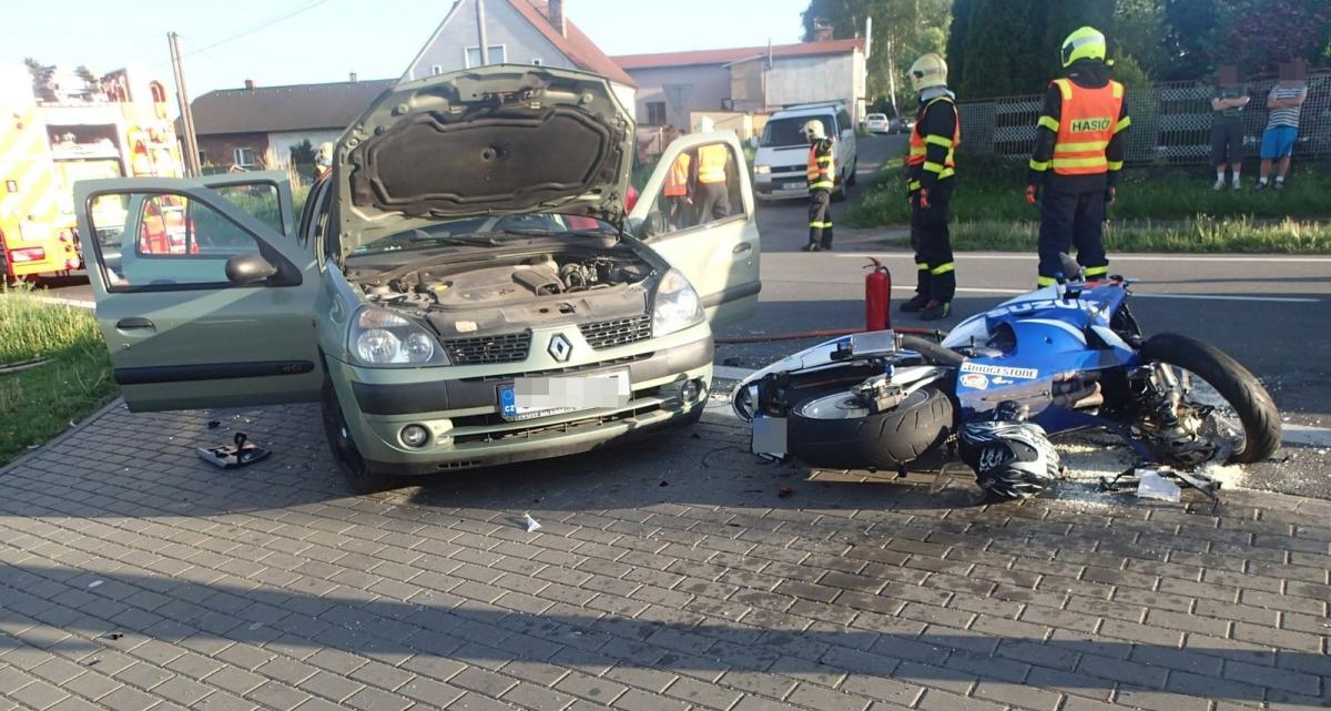 Střet osobního auta a motocyklisty v Rychvaldu