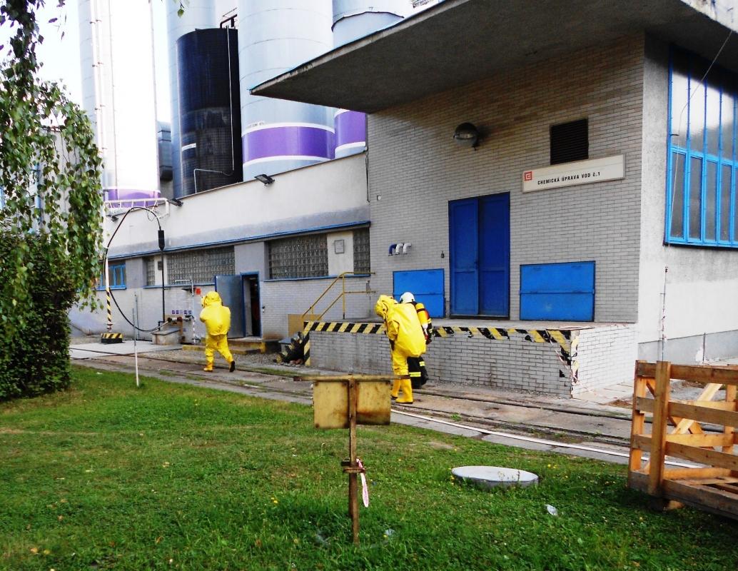 Hasiči likvidovali v elektrárně únik nebezpečné čpavkové vody, cvičně