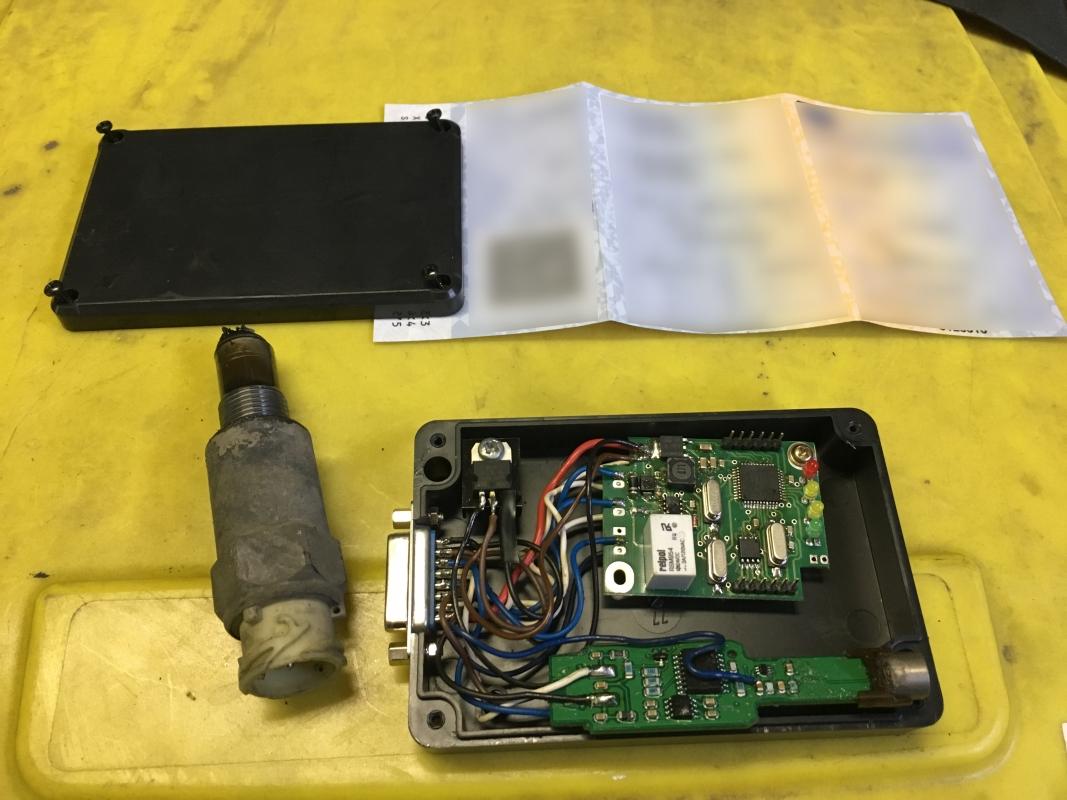 Policisté odhalili nadměrný náklad a ovlivněný tachograf