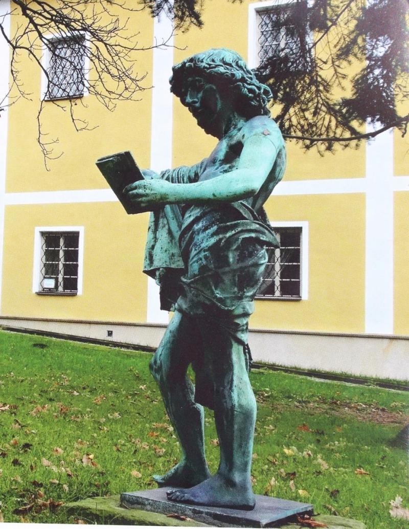 Ze zámecké zahrady v Rychvaldě zmizela socha