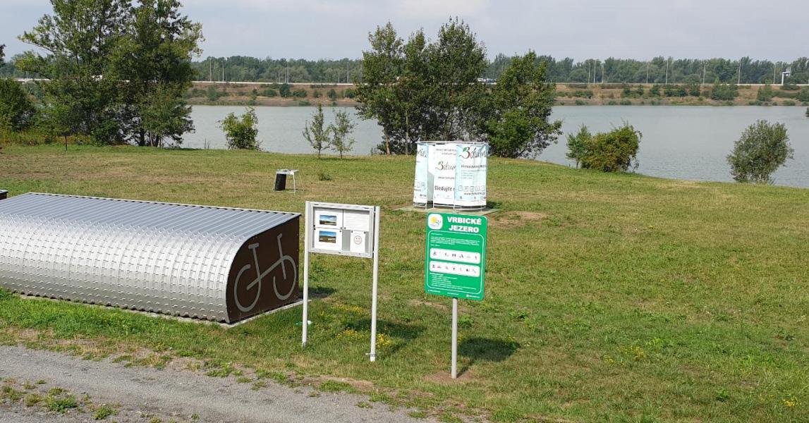 Sinice zhoršily vodu ve Vrbickém jezeře natolik, že není vhodná ke koupání