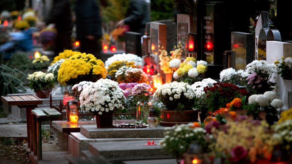 Památka zesnulých taky ve znamení většího policejního dohledu