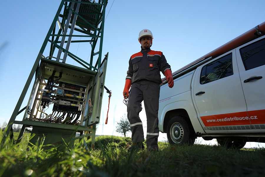 ČEZ Distribuce ruší plánované odstávky elektřiny, aby mohli lidé pracovat z domova