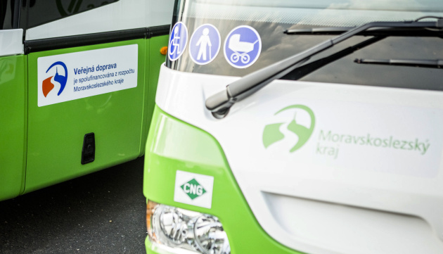 Od soboty v autobusech běžný režim, včetně platby jízdného