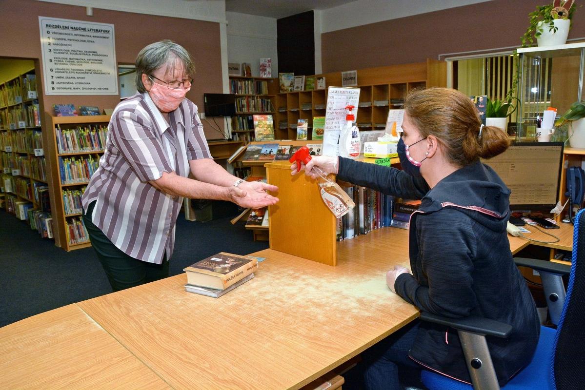 Knihovna v Bohumíně už funguje, hned první den přišla stovka čtenářů