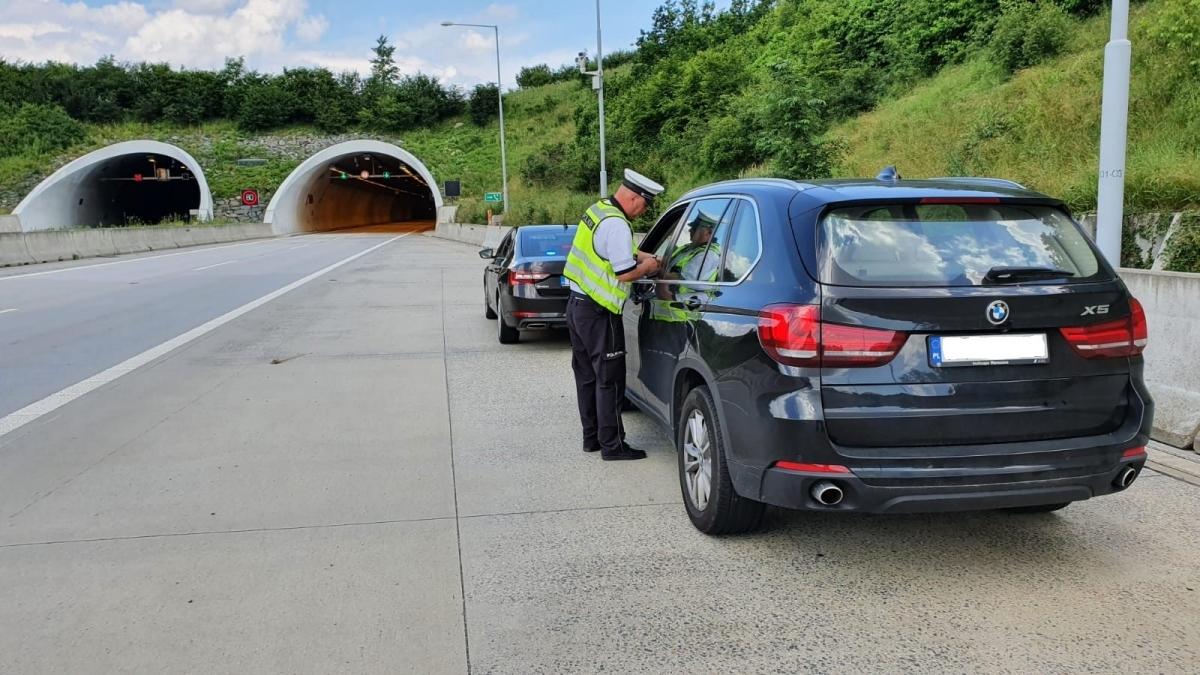 Policisté si posvítili na hříšné řidiče, v jejich síti uvízla i žena rekordmanka