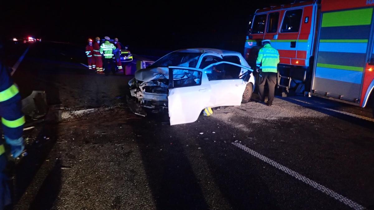 Po nehodě na D1 u Bohumína museli zraněného z auta vystříhat hasiči