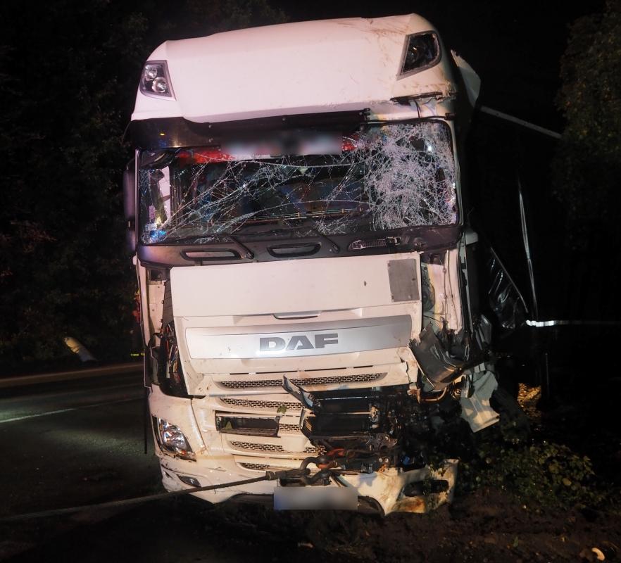 Nehoda kamionu zablokovala tah mezi Bohumínem a Dolní Lutyní