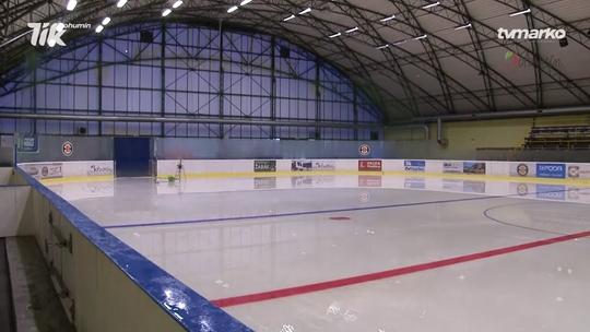 Zimní stadion rozmrazil ledovou plochu