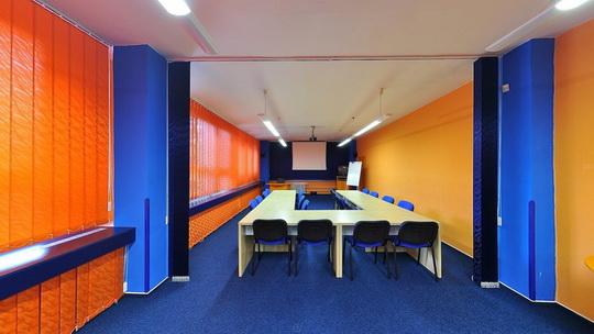 Knihovna K3 v Novém Bohumíně - přednášková místnost - Zobrazit virtuální prohlídku